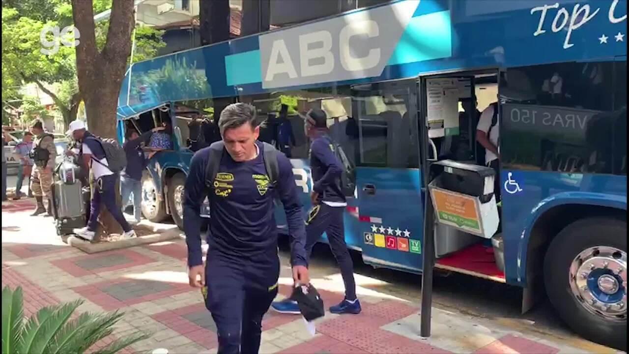 Delegação do Equador chega a hotel em Belo Horizonte para estreia na Copa América