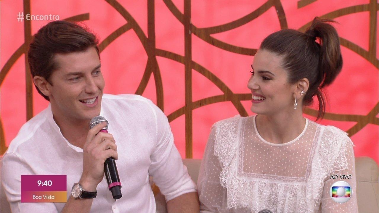 Camila Queiroz e Klebber Toledo contam que não tinham afinidade quando se conheceram