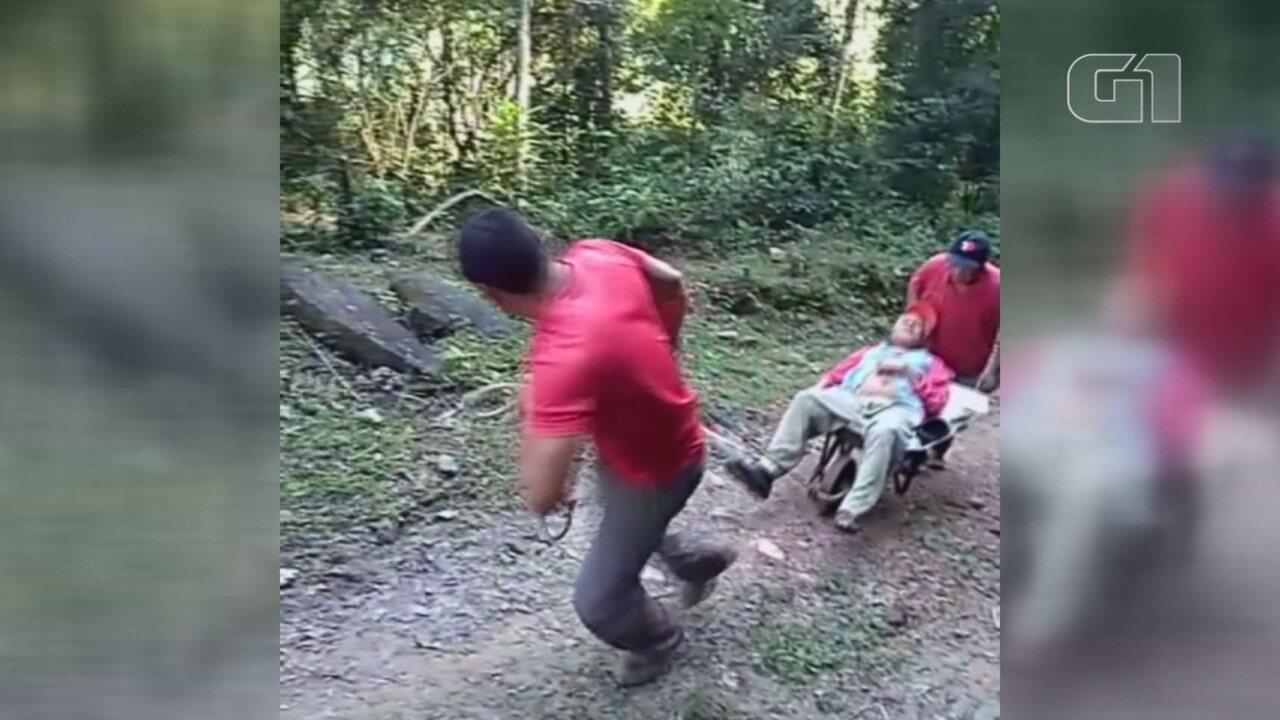 Idoso com câncer percorre 5 km em carrinho de mão até hospital por falta de acesso em estrada em Iporanga, SP