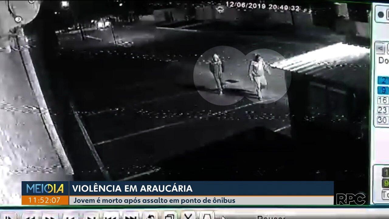 Jovem é morto em ponto de ônibus de Araucária
