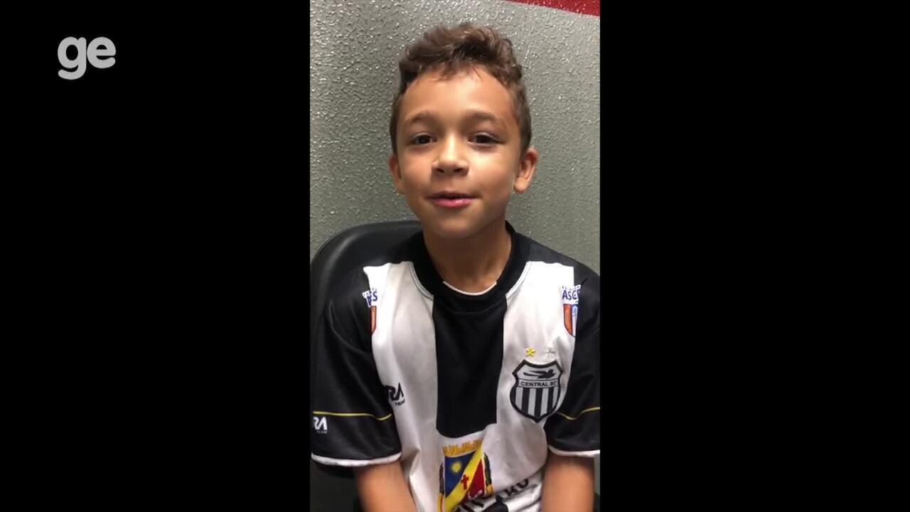 """Victor Raniel, de 7 anos: """"Sou de Caruaru e tenho time pra torcer"""""""