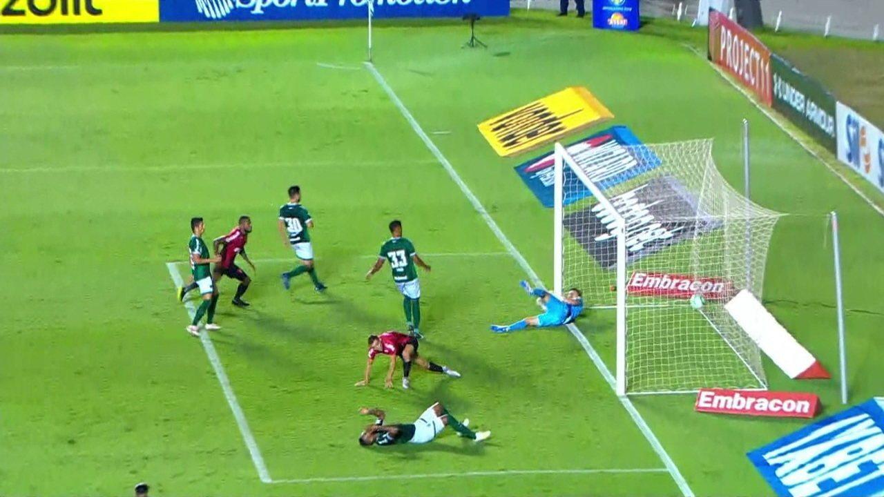 Gol do Athletico-PR! Rony aparece na linha de fundo pela direita e cruza. Rafael Vaz desvia, aos 47 do 2º tempo