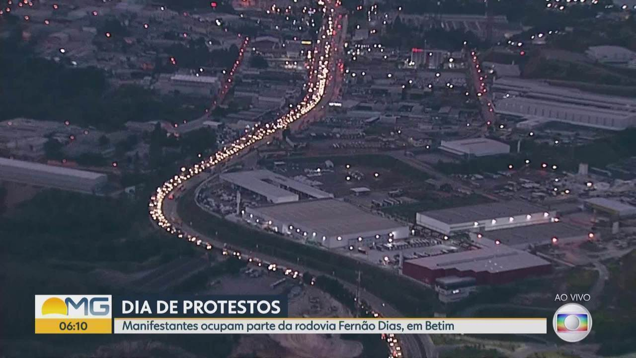 Sindipetro-MG faz manifestação na Fernão Dias, em Betim, na Grande BH