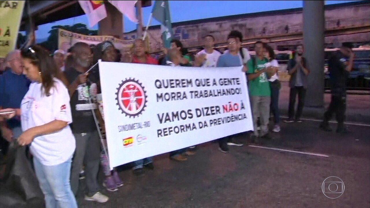 Cidades brasileiras têm transporte público parcialmente parado e protestos nesta sexta