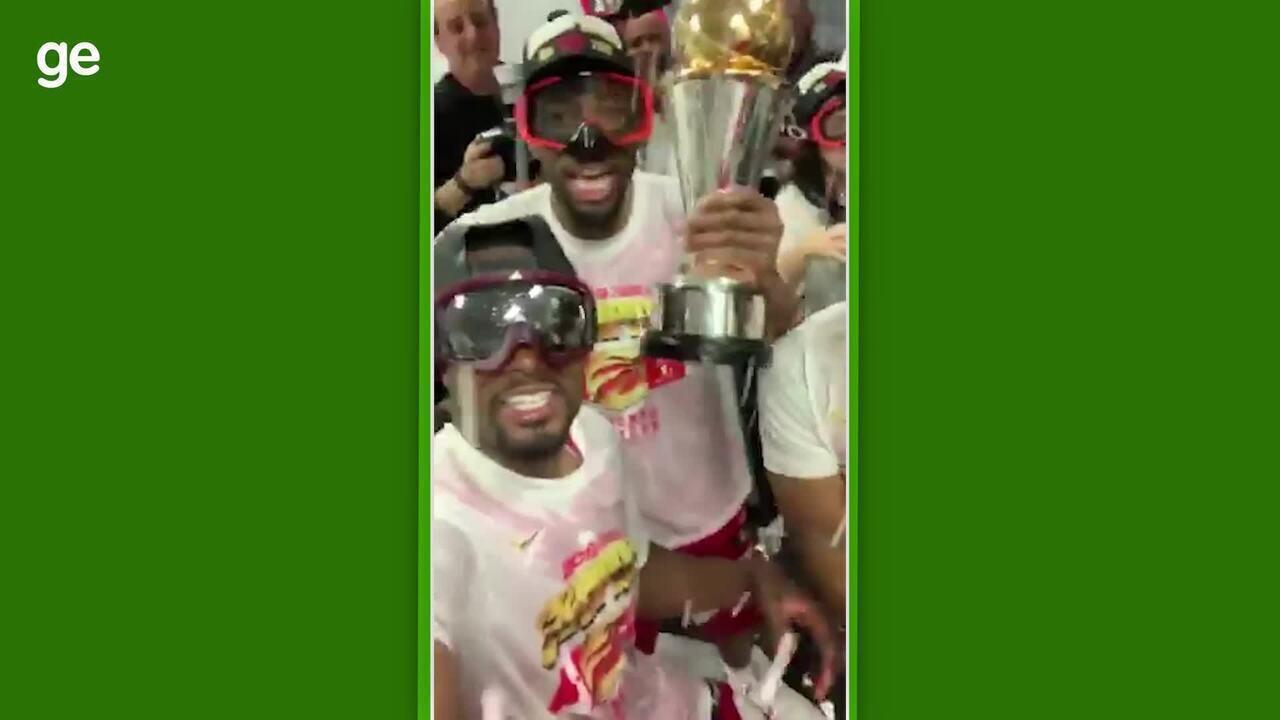 Toronto Raptors faz a festa no vestiário após a conquista do título da NBA