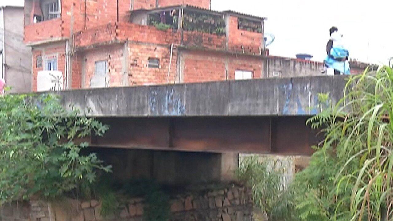 Interdição da ponte que liga Itaquaquecetuba e Itaim Paulista incomoda moradores