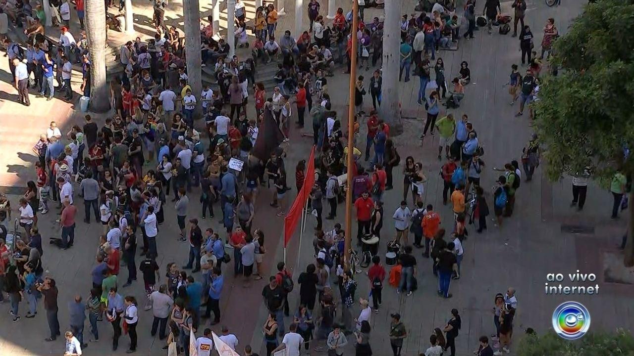 Manifestantes fazem ato em Sorocaba contra a reforma da Previdência e cortes na educação