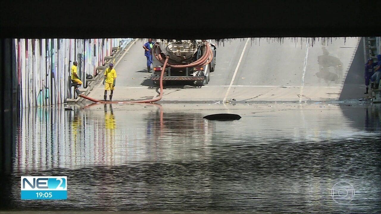 Mulher morre afogada após carro entrar em túnel alagado no Pina, na Zona Sul do Recife