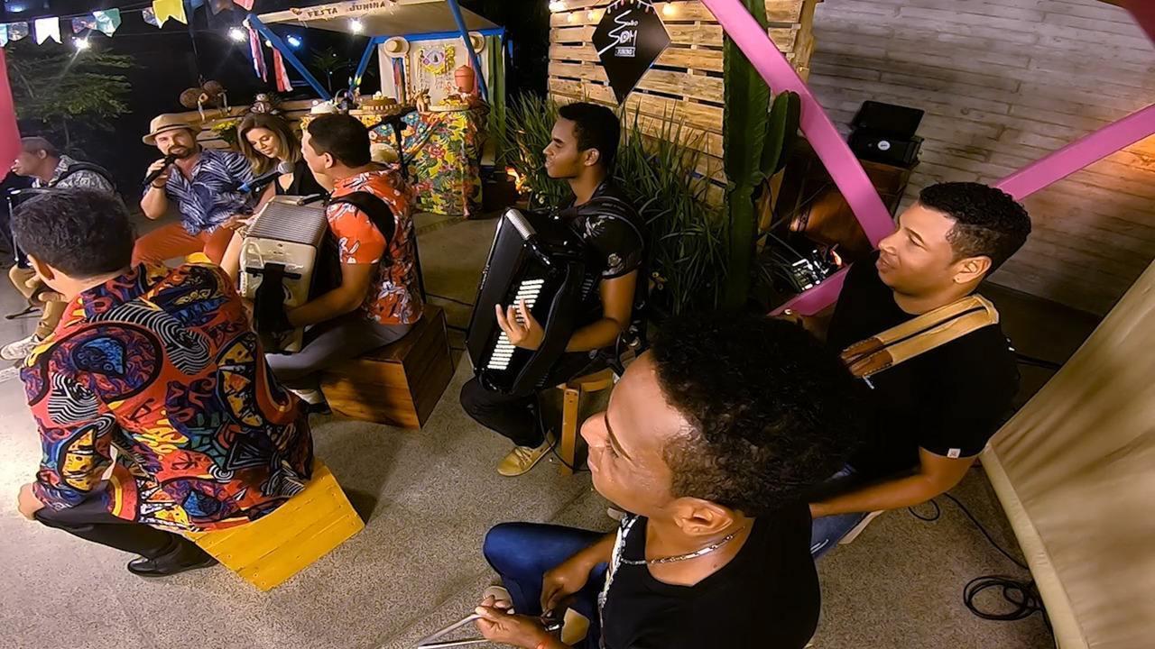 Músicos cantam 'São João na Roça' como canção para paquerar; eles falam de simpatias
