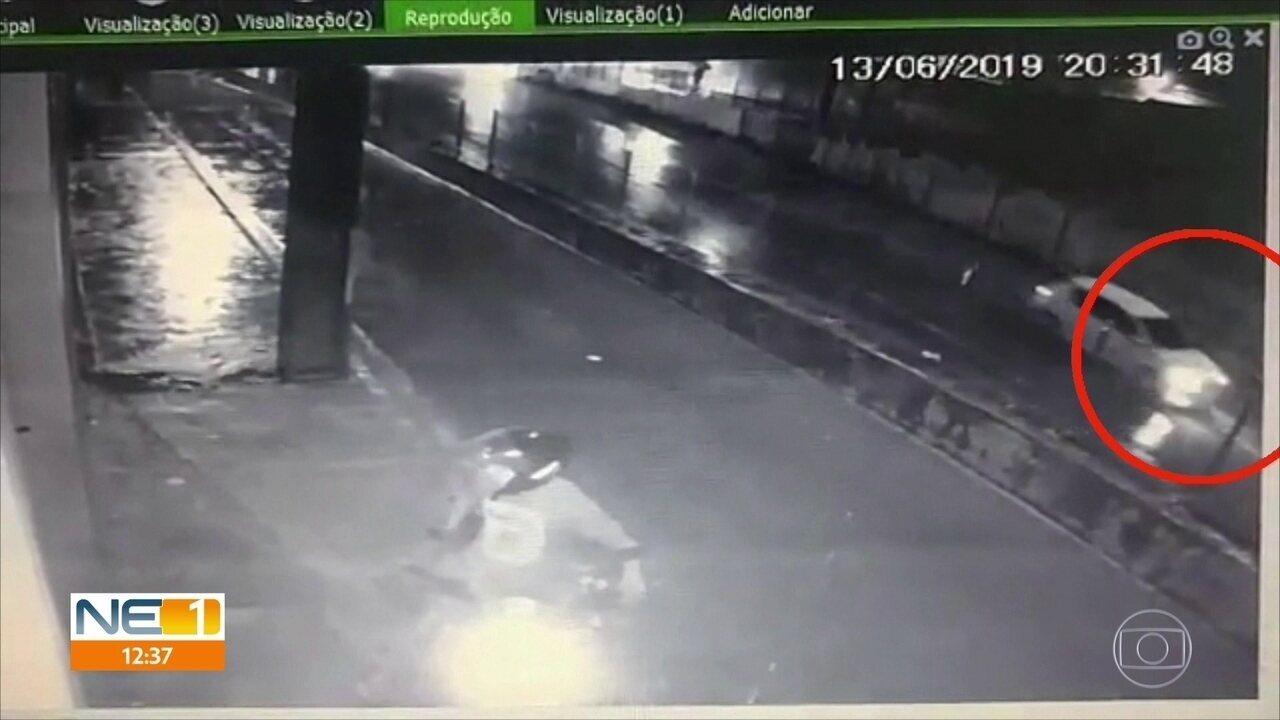 Câmera mostra carro entrando em túnel inundado no Recife onde mulher morreu afogada