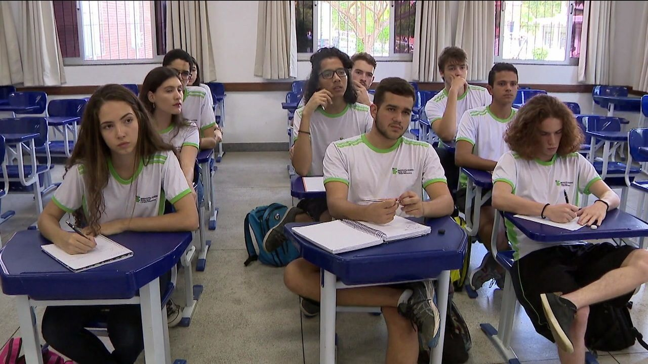 Richarlison ajuda alunos de Nova Venécia a disputar as Olimpíadas de matemática