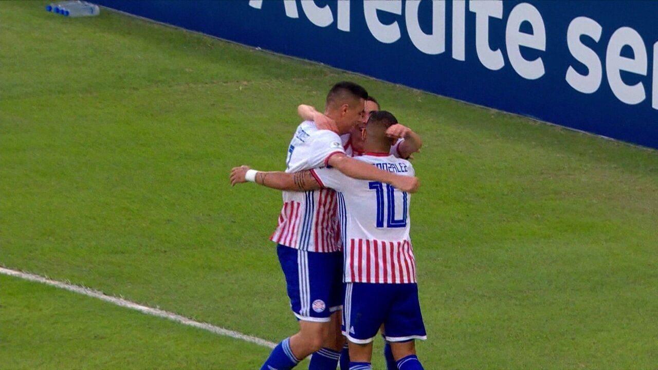 Gol do Paraguai! Almirón bate cruzado e Cardozo escora para as redes. Mas, lance é invalidade pelo VAR