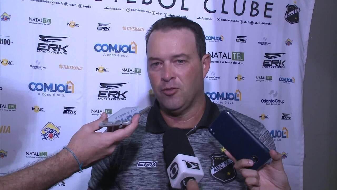 Técnico Roberto Fernandes lamenta derrota em estreia pelo ABC