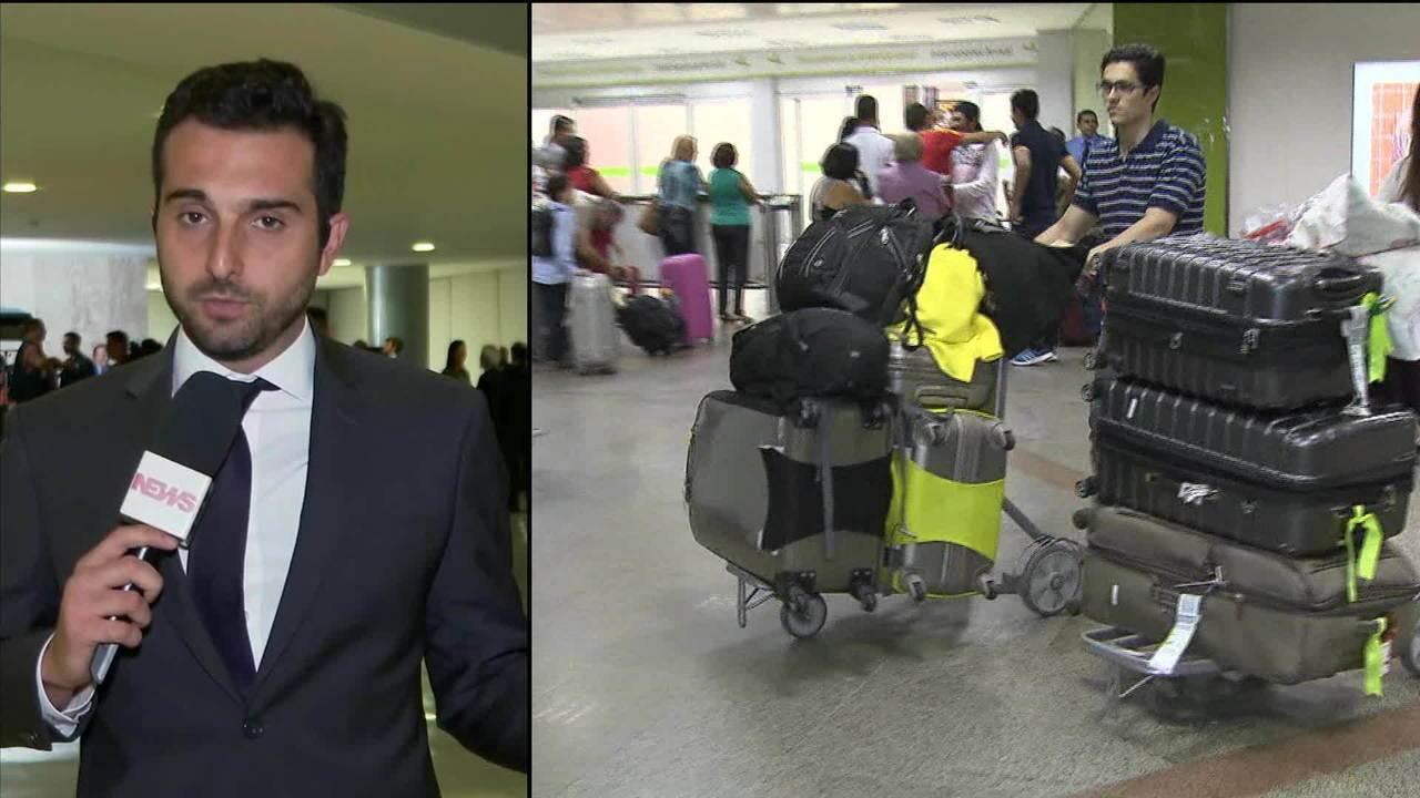 Bolsonaro veta bagagem gratuita em voos nacionais