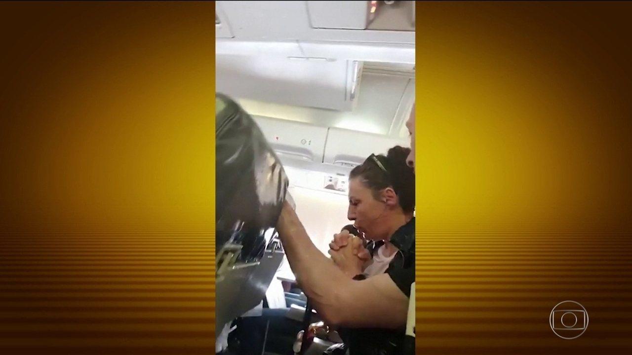 Passageiros de um voo para Suíça passam momentos de pânico durante uma turbulência