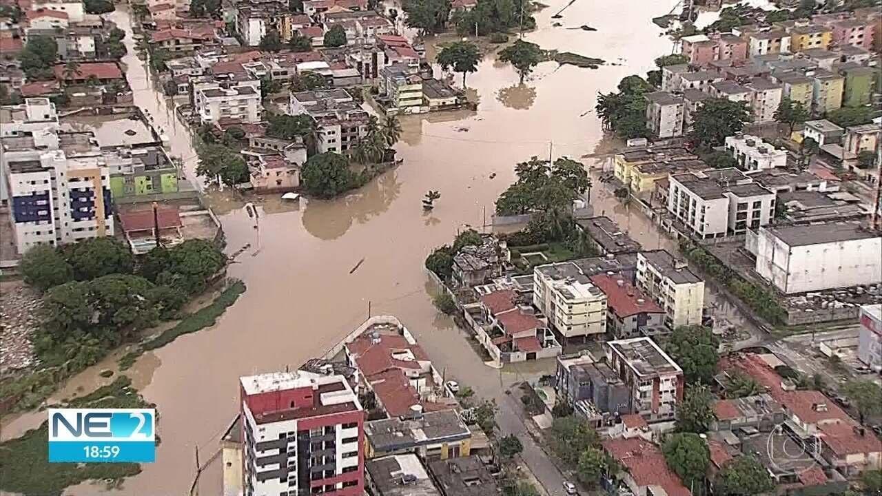 Chuva passou, mas ruas de Olinda ainda estão alagadas