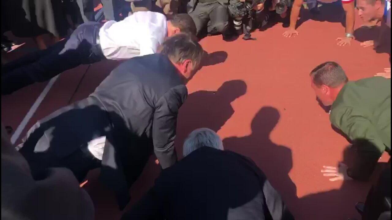 Bolsonaro e Doria fazem flexão de braço em pista do Centro Paraolímpico Brasileiro