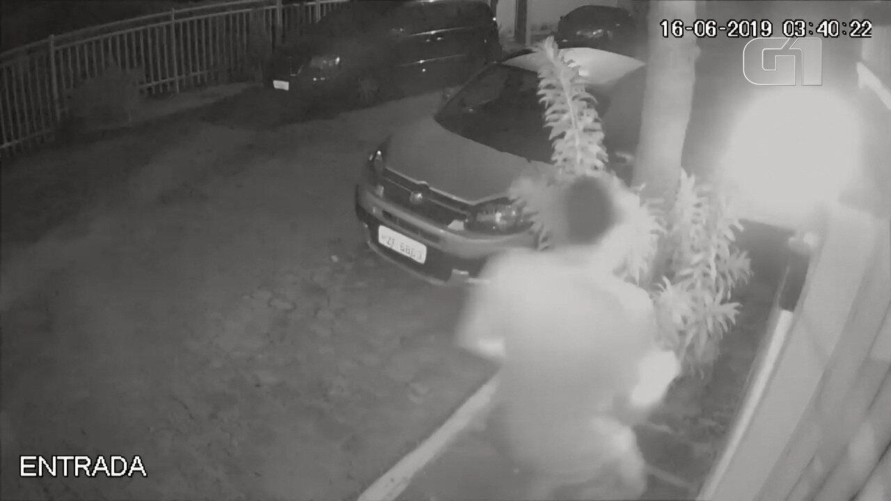 Imagens mostram filho de Flordelis saindo do local do crime após matar pastor Anderson