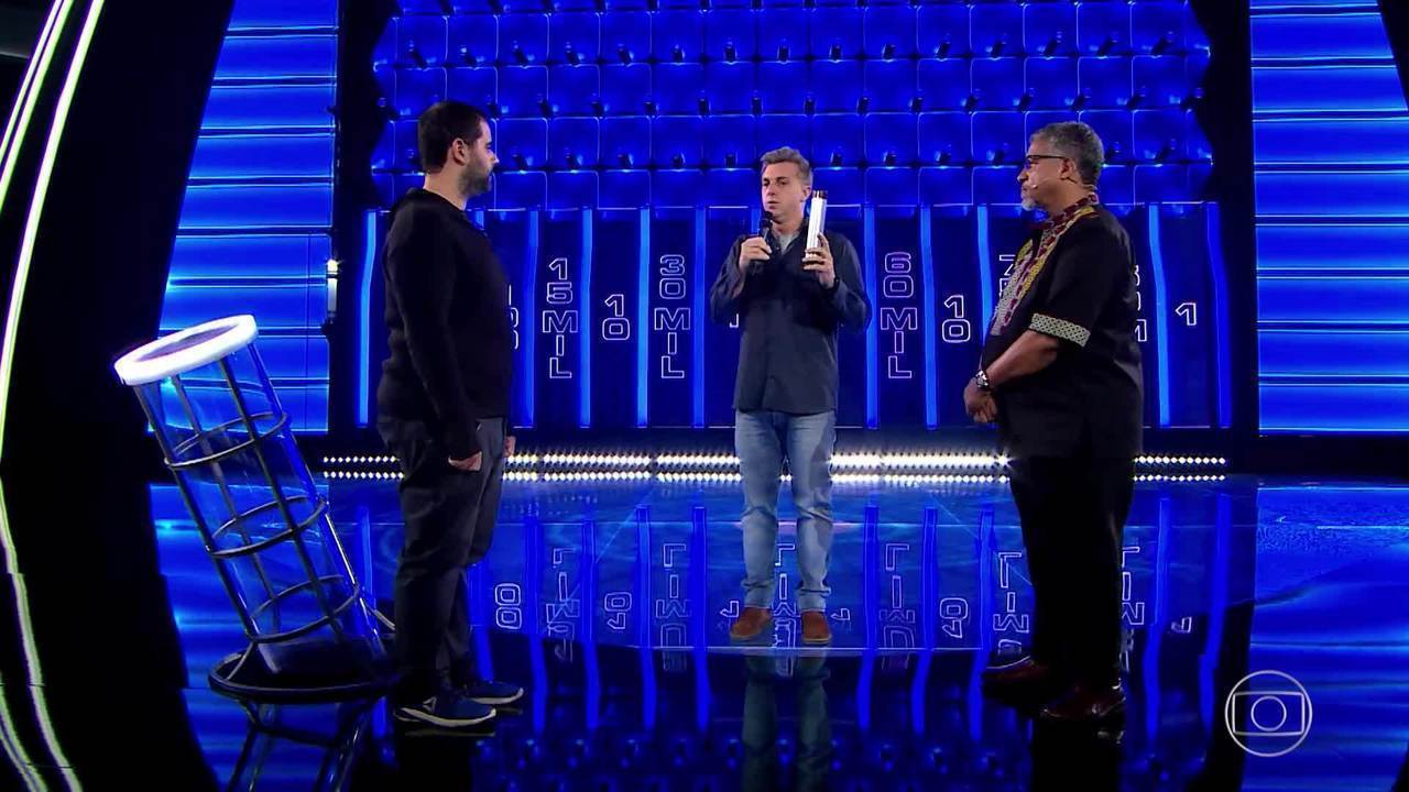 Carlos revela se assinou ou rasgou o contrato no 'The Wall'
