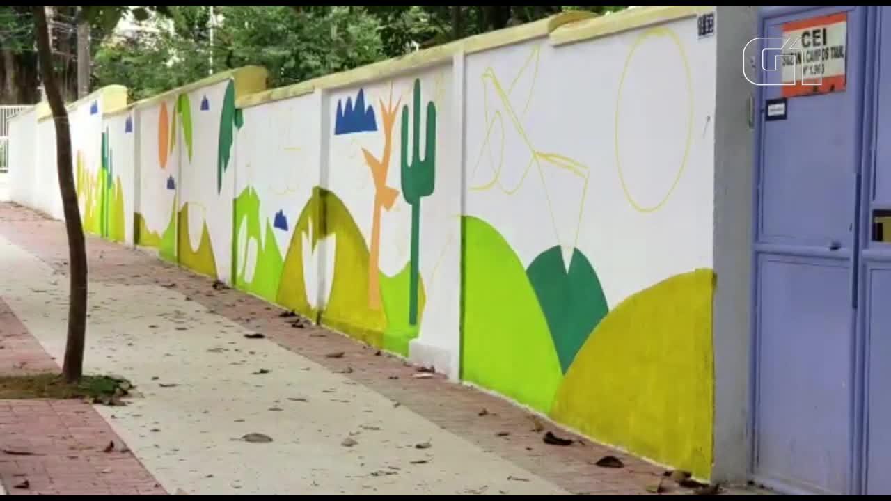 Pai presenteia filhas com reforma do muro de escola na Zona Sul de SP