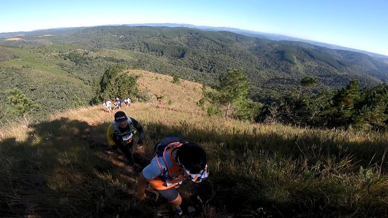 Veja o vídeo com matéria completa da prova: Discover Trail Bateias mistura trilhas, muita subida e belo visual do Morro Três Barras