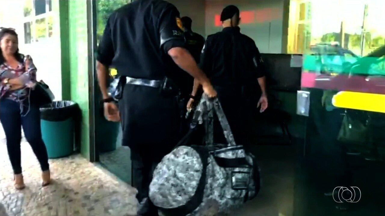 Homem encontra mochila cheia de armas em rodovia e chama a polícia, em Novo Gama