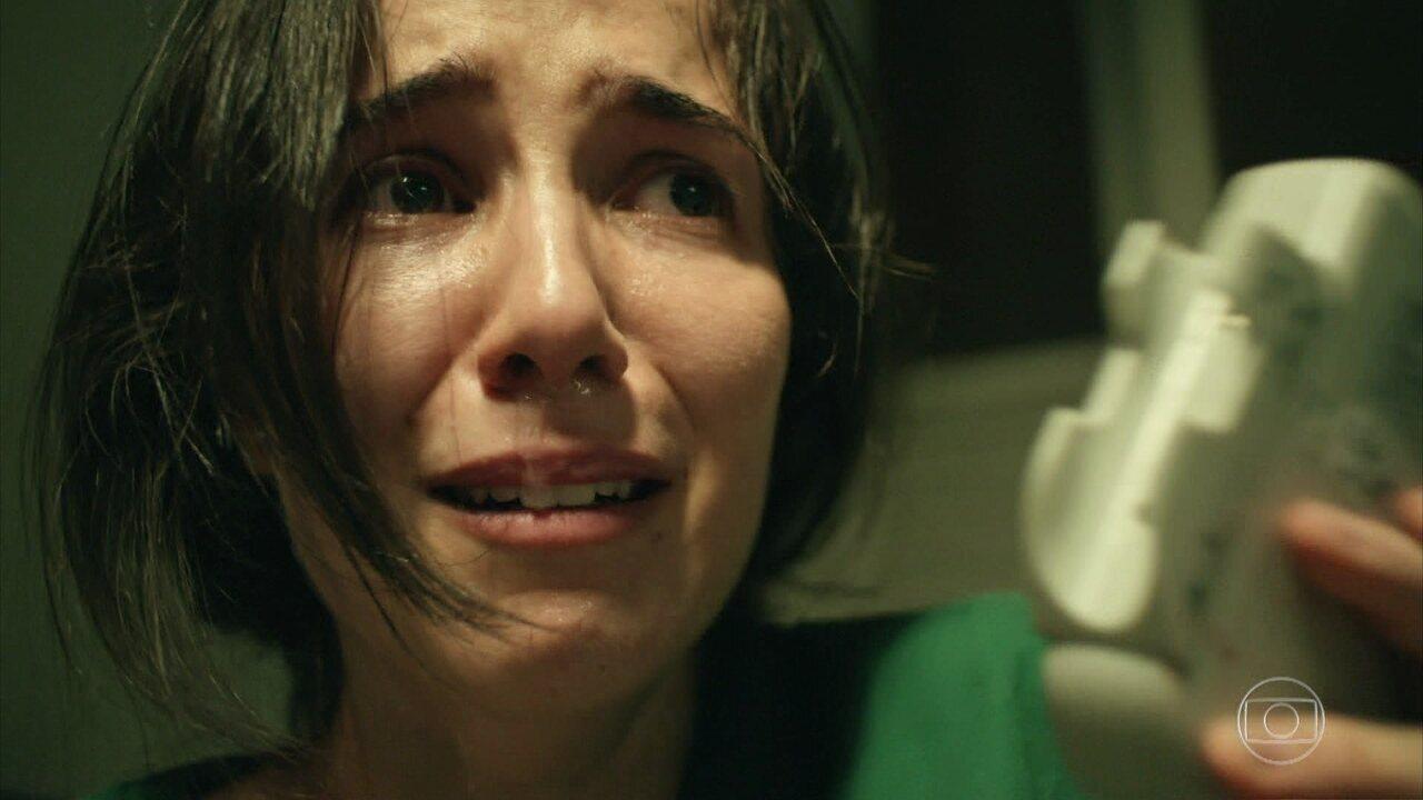 Carolina encontra um hematoma em sua barriga