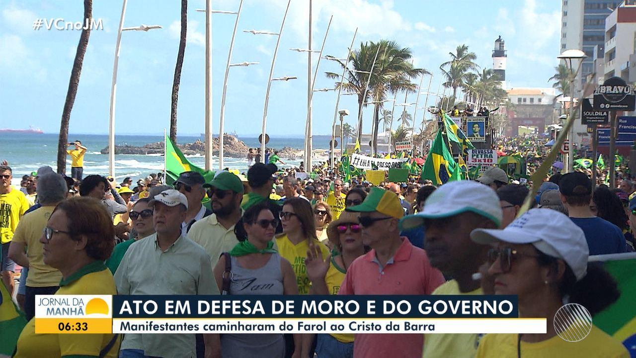 Grupo faz caminhada de apoio ao presidente Jair Bolsonaro e ao ministro Sérgio Moro