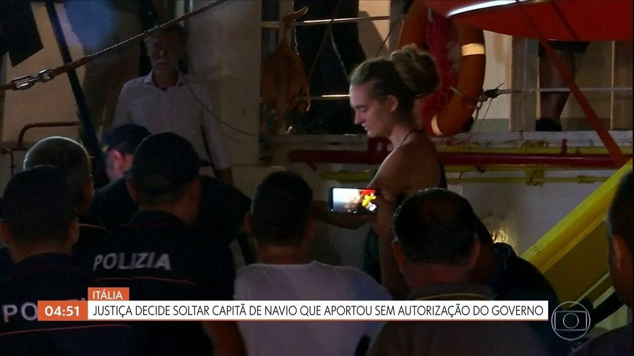 Justiça solta capitã de navio que aportou com imigrantes na Itália sem autorização