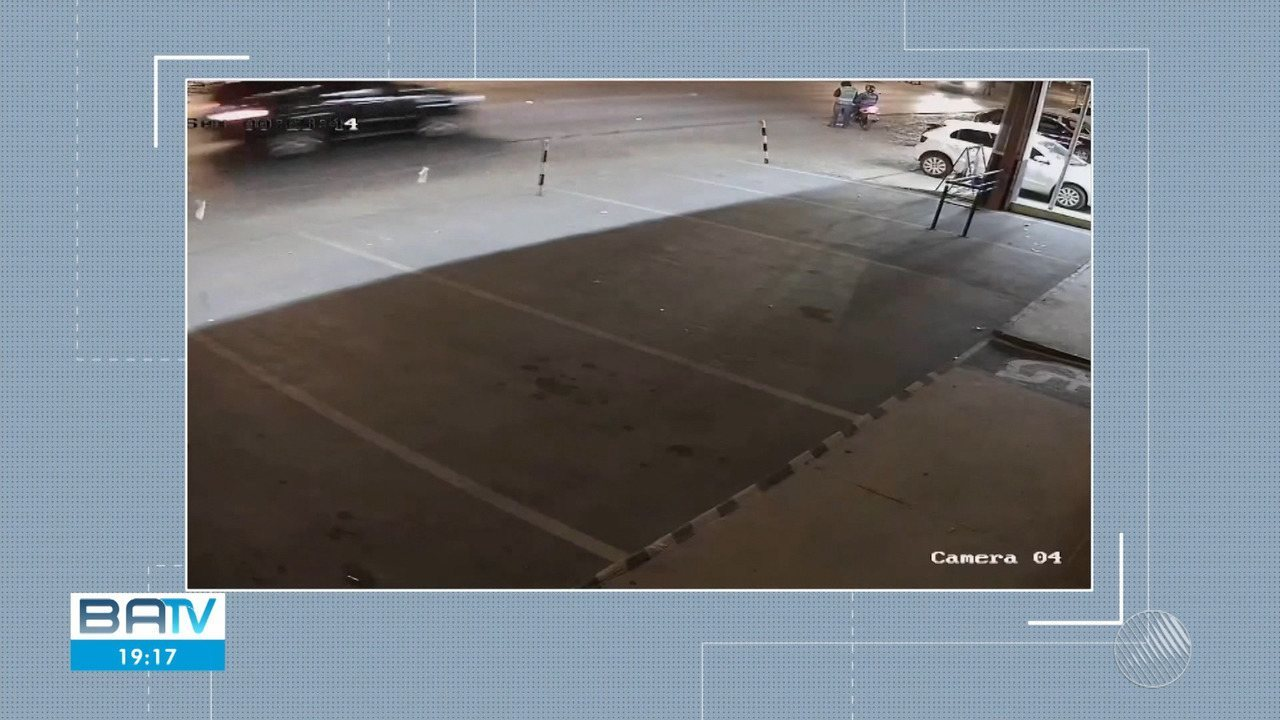 Vídeo mostra viatura perseguindo carro em que dançarina estava antes de ser baleada