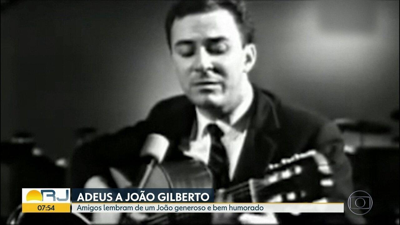 Amigos falam sobre o cantor e compositor João Gilberto