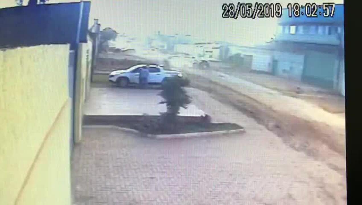 Câmera de segurança registra roubo de veículo em Vicente Pires, no DF