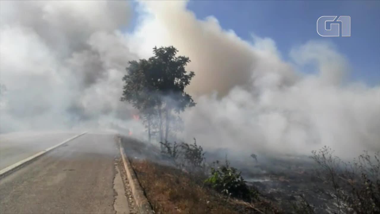 Nuvem de fumaça cobre a BR, em Talismã