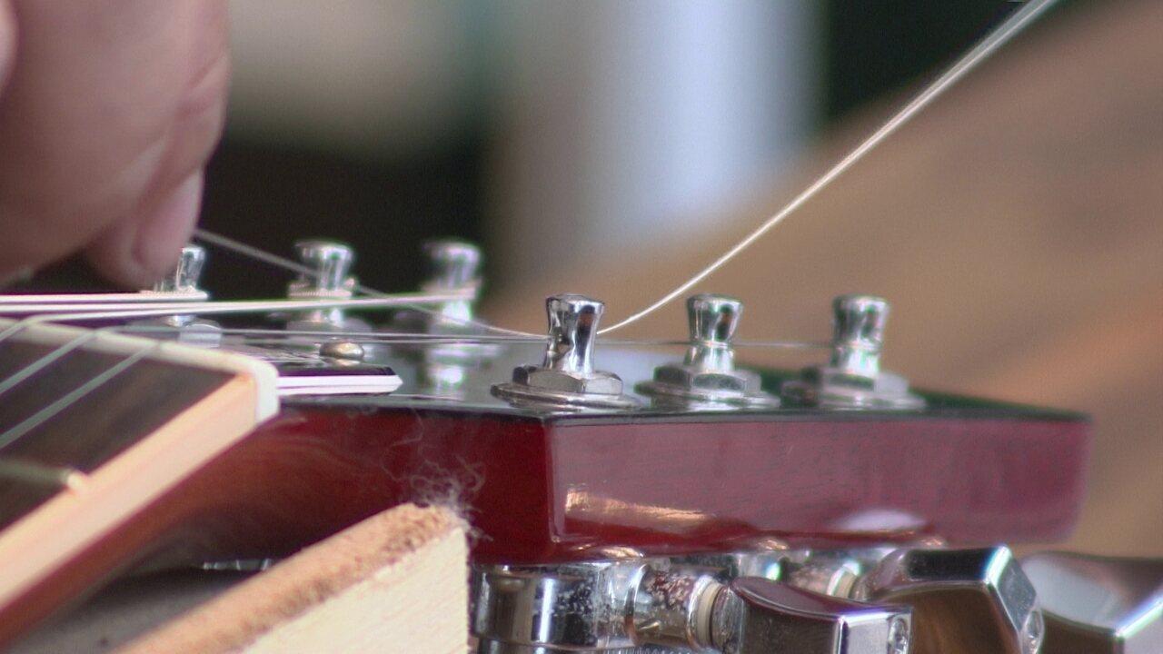 Empresário abre microfranquia de luthieria móvel