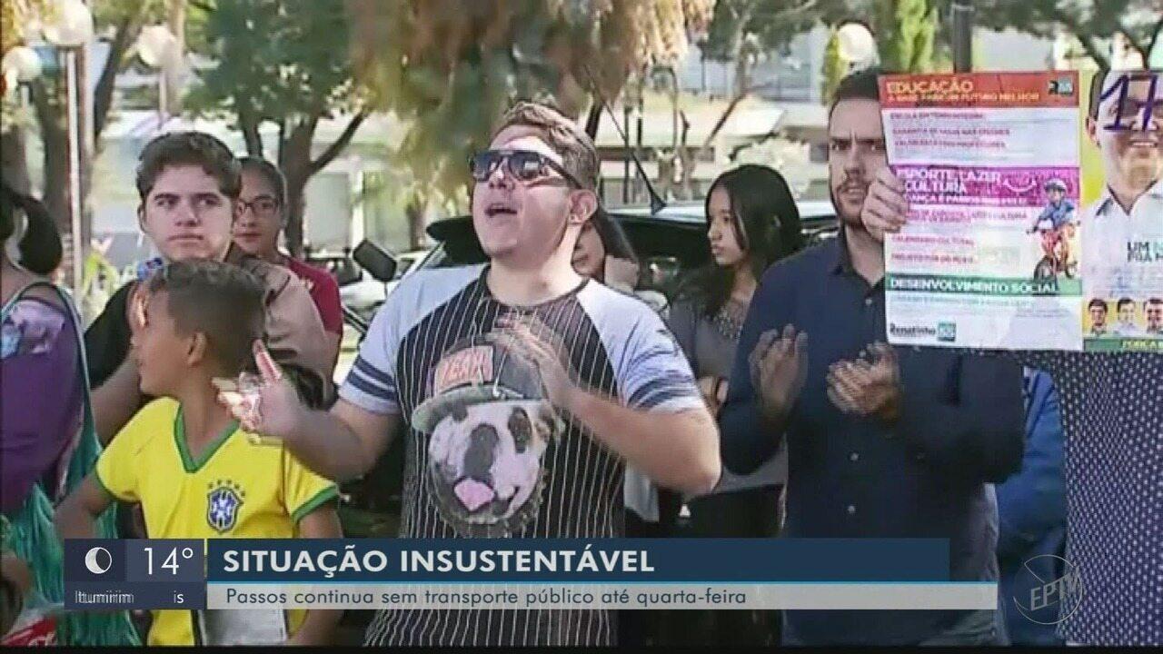 Manifestantes voltam a protestar pela falta de transporte coletivo em Passos (MG)