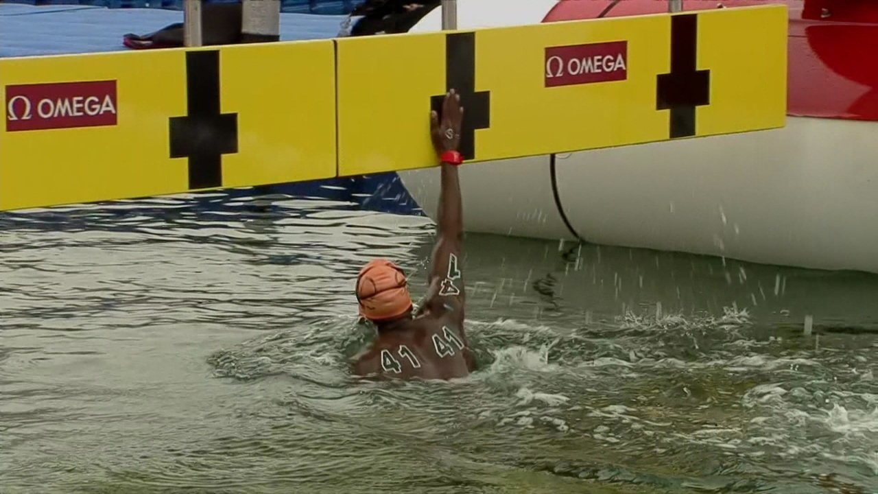 Superação: atleta do Sudão completa prova de águas abertas em último lugar