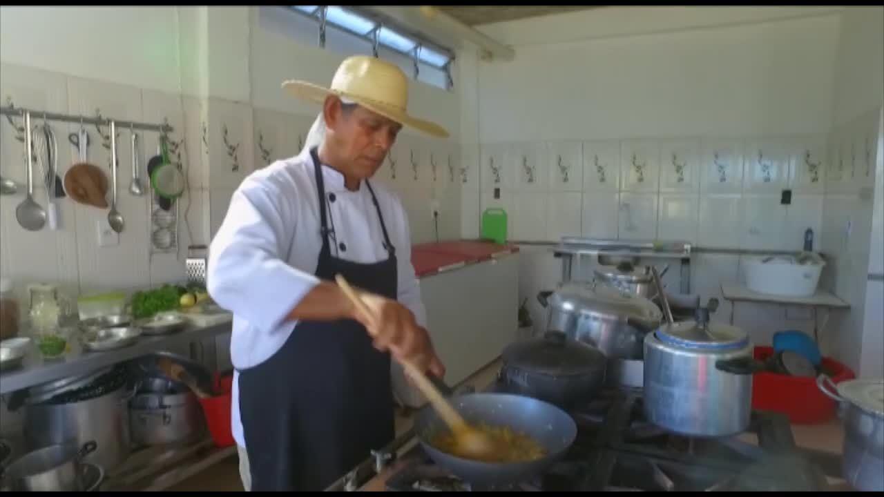 O É do Pará te ensina a fazer o famoso prato mujica de sarnambi de Algodoal