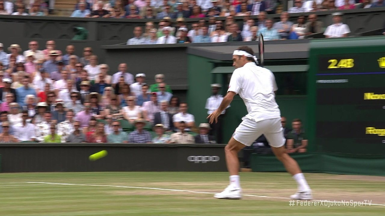Federer arrisca uma largadinha espetacular e ganha o ponto de Djokovic