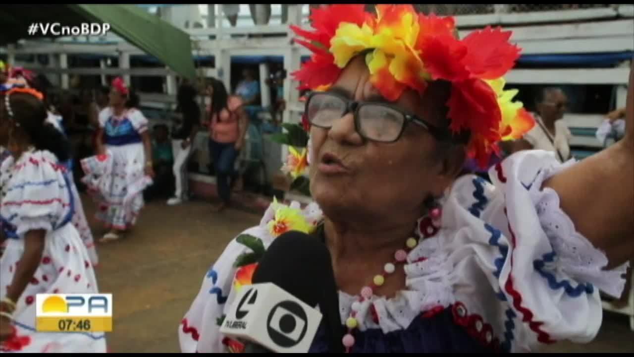 Centenas de pessoas acompanham o Círio de Nossa Senhora do Pilar em ilha no Curuçambaba