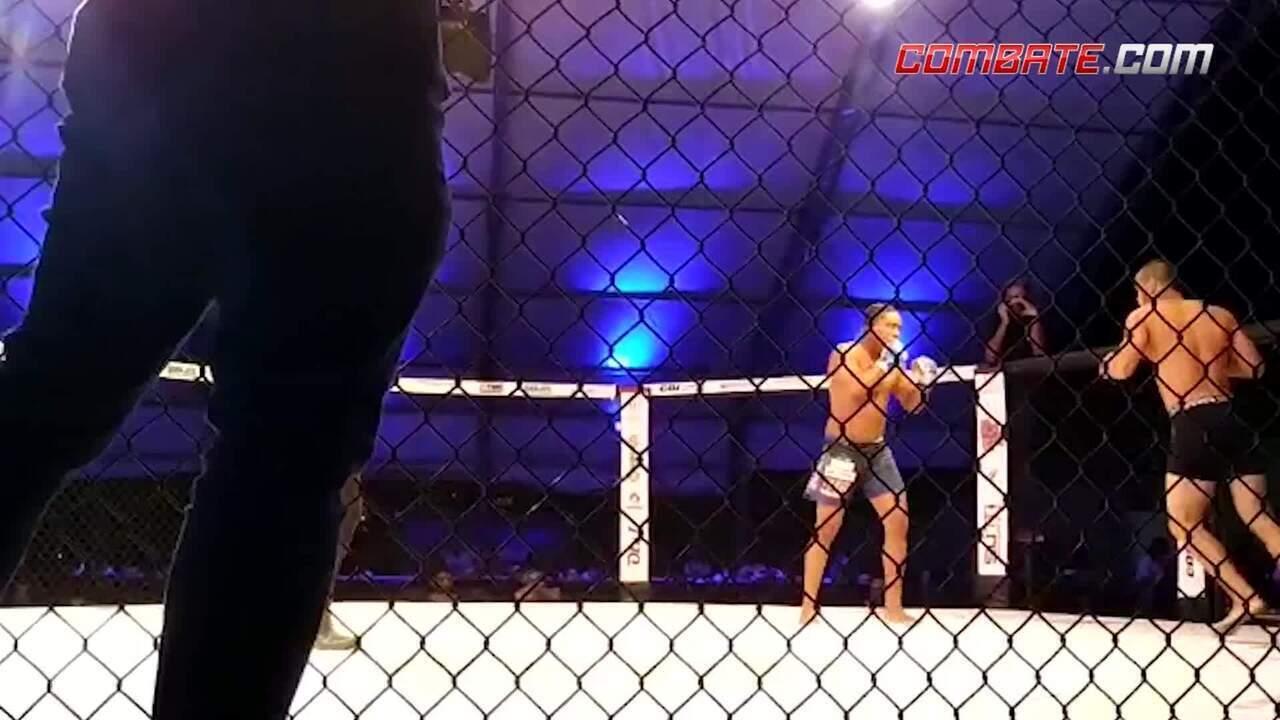 """Edílson """"BlackGregor"""" nocauteia com joelhada voadora no Fight On 6"""
