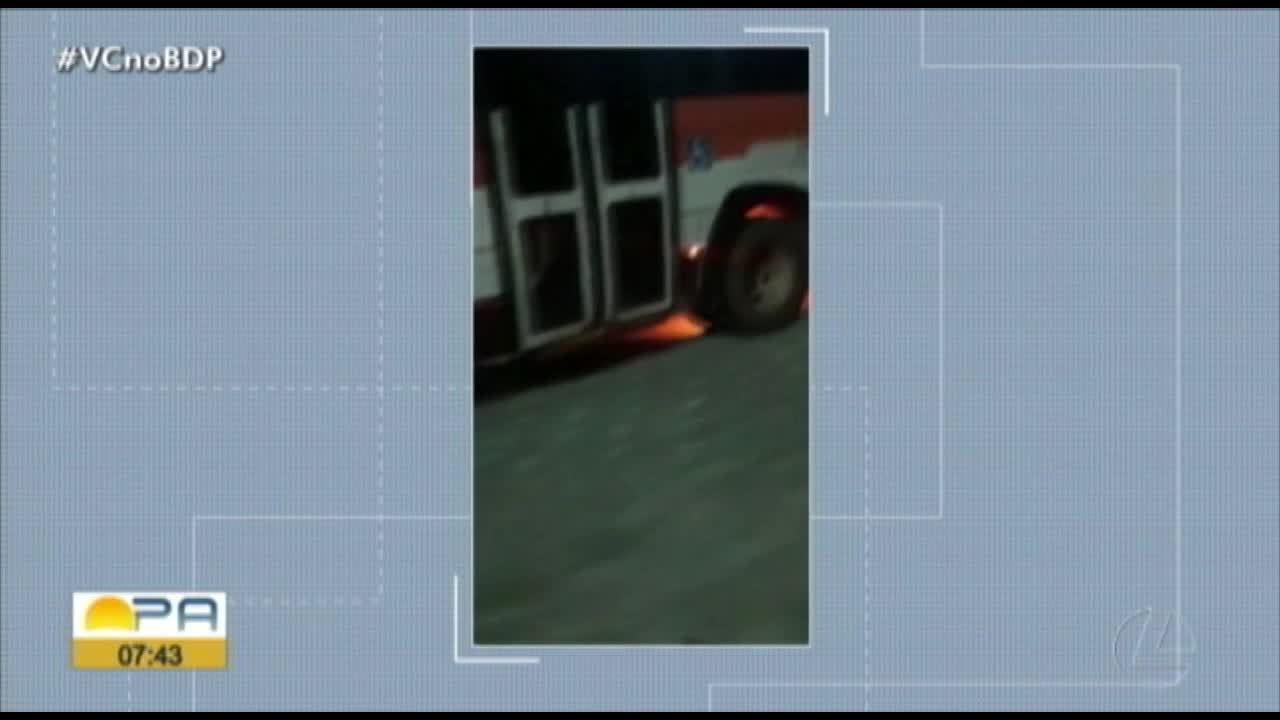 Ônibus da linha Águas Lindas pega fogo durante a madrugada na BR-316