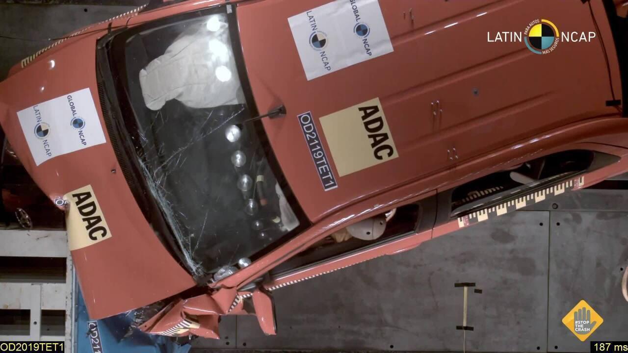 Toyota Etios leva 4 estrelas em teste de colisão