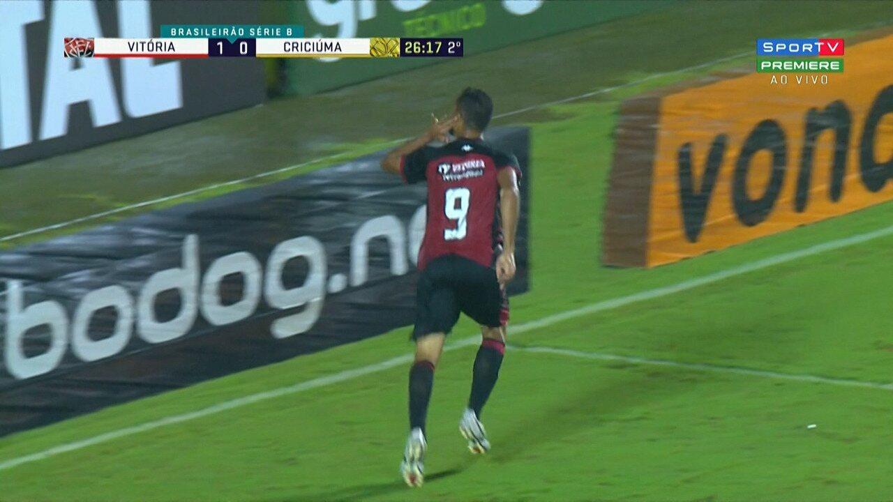 Gol do Vitória! Anselmo marca de peixinho seu segundo gol no jogo, aos 26' do 2º tempo
