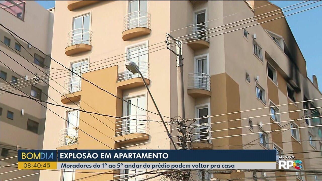 Moradores do prédio que explodiu em Curitiba começam a voltar pra casa