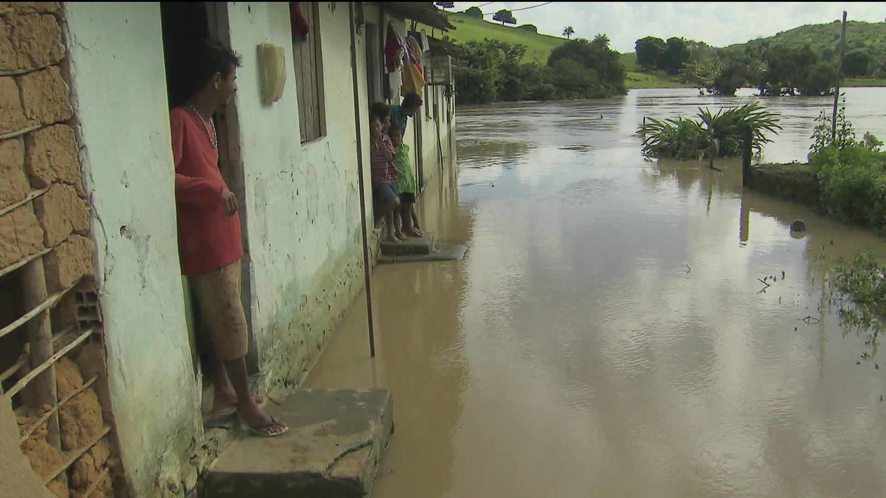 Chuva em Pernambuco deixa 500 famílias desabrigadas
