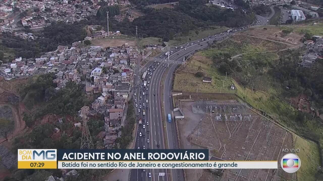 Acidente no Anel Rodoviário deixa trânsito lento na pista sentido RJ até o bairro Betânia