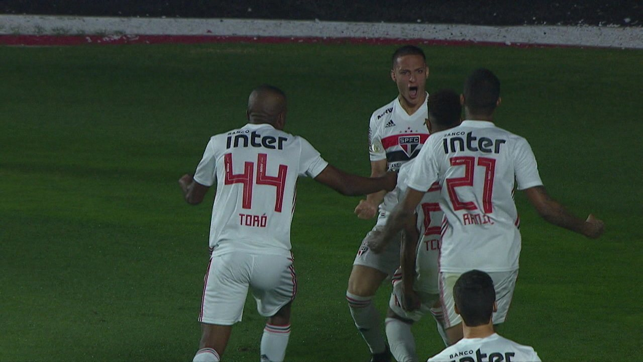 Gol do São Paulo! Antony abre o placar de cabeça, aos 3' do 2 tempo