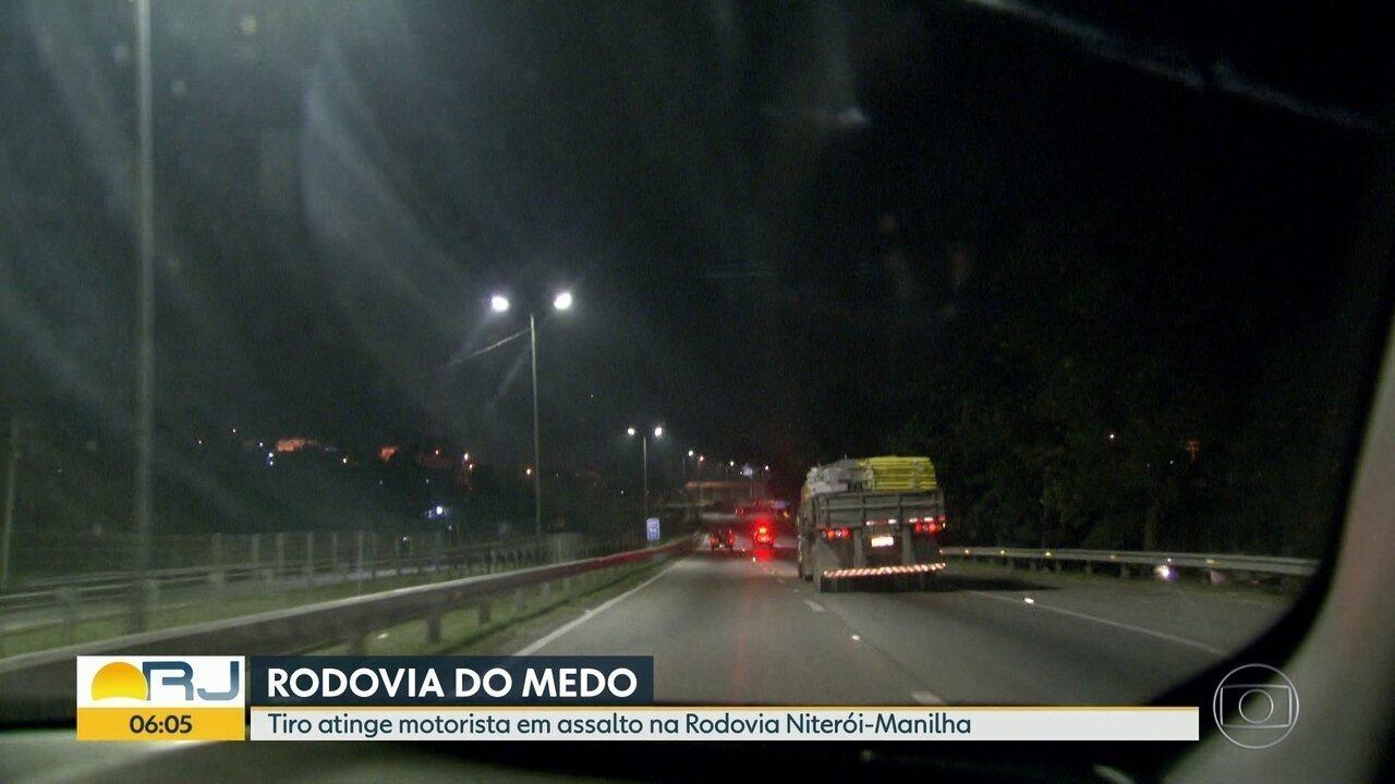 Motorista é baleado durante assalto na rodovia Niterói-Manilha, em São Gonçalo