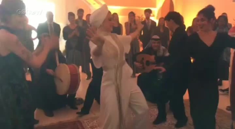 Alice Wegmann dança funk nos bastidores do casamento de Dalila e Jamil em 'Órfãos da Terra'