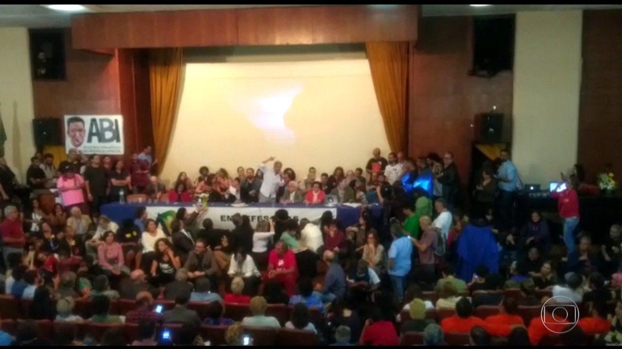 Associação Brasileira de Imprensa faz ato em solidariedade ao jornalista Glenn Greenwald